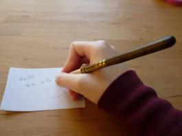 Mit einer Stiftverlängerung kann man Stifte viel länger und bequemer benutzen.